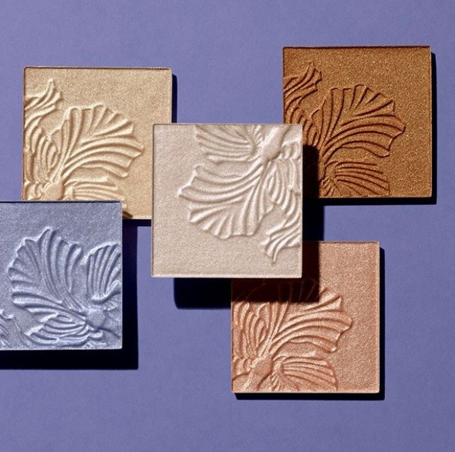 Highlighter powder compacts in 5 shades
